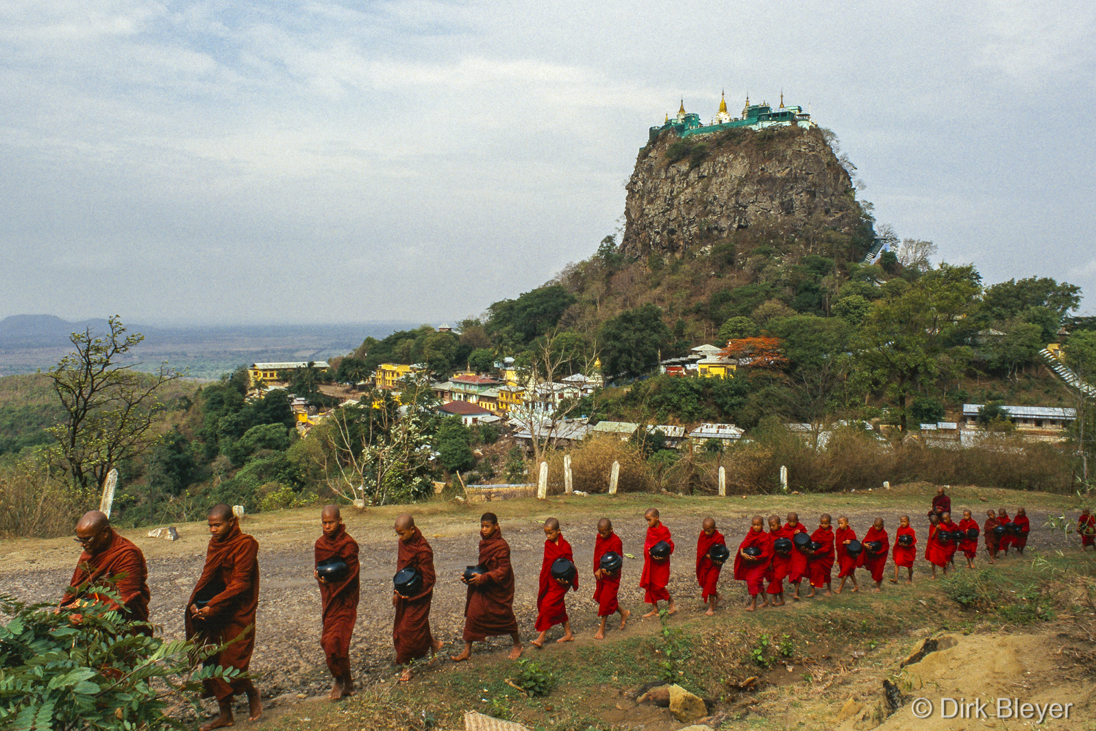 Morgendlicher Almosengang am Mount Popa